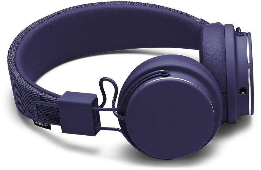 Urbanears Plattan ADV Wireless, Blue наушники15119847Bluetooth-наушники Plattan ADV Wireless оснащены встроенным микрофоном, имеют световой индикатор состояний на чашке излучателя и готовы работать 14 часов без подзарядки. Plattan ADV оснащены съемным оголовьем и амбушюрами, которые можно подвергать машинной стирке вместе с одеждой. ZoundPlug - это разъем, позволяющий поделиться вашей музыкой с другом. Просто подключите его наушники к вашим Plattan ADV Wireless через свободный порт.