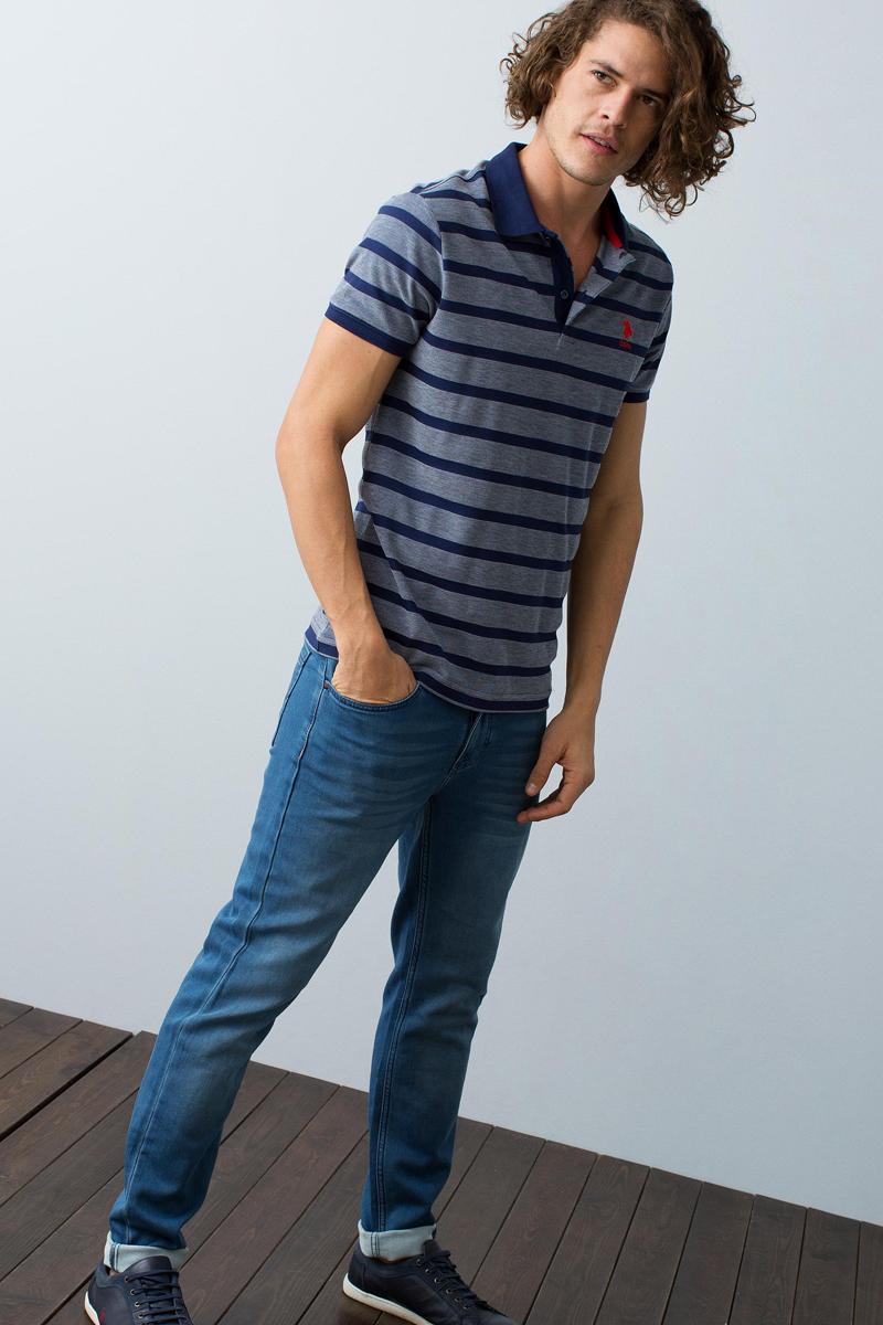 Поло мужское U.S. Polo Assn., цвет: темно-синий. G081GL0110MILOS_VR033. Размер L (50)G081GL0110MILOS_VR033Мужское поло U.S. Polo Assn. разнообразит ваш повседневный гардероб и поможет создать запоминающийся образ. Модель свободного кроя с короткими рукавами изготовлена из комбинированного материала. Классический отложной воротничок, застегивающийся на пуговицы, и манжеты рукавов выполнены из мягкой трикотажной резинки.