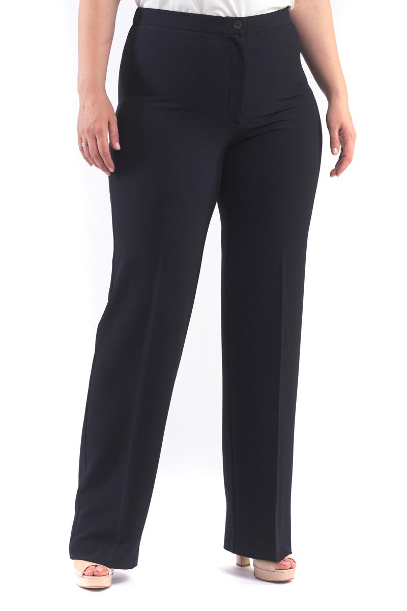 Брюки женские Averi, цвет: темно-синий. 1422. Размер 64 (68)1422Легкие и стильные классические брюки благородного крепа. Модель незаменимой в создании летних ансамблей деловой направленности. Брюки имеют застежку на пуговицу и гульфик на «молнии», в задней части пояса брюк имеется эластичная тесьма для идеальной посадки.