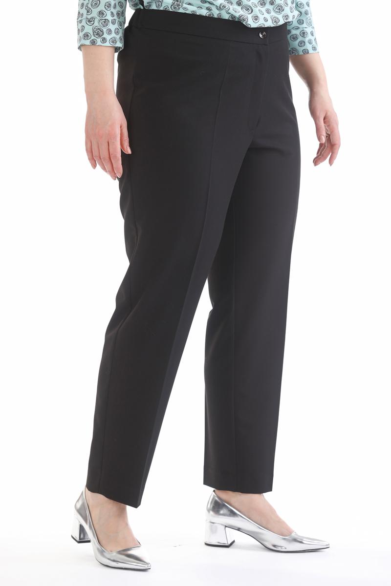 Брюки женские Averi, цвет: черный. 1425. Размер 54 (58)1425Легкие и стильные классические брюки немного зауженные к низу. Модель незаменимой в создании летних ансамблей деловой направленности. Брюки имеют застежку на пуговицу и гульфик на «молнии», в задней части пояса брюк имеется эластичная тесьма для идеальной посадки.