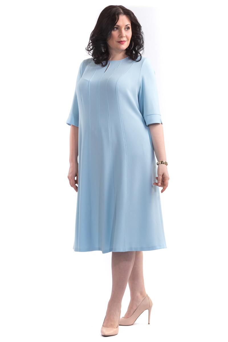 Платье Averi, цвет: голубой. 1445. Размер 62 (66)1445Стильное легкое платье в длине миди, полуприлегающего силуэта из благородного крепа. Модель с многочисленными рельефами расклешенное к низу, на подкладке. Платье не сковывает движения, в нем вы будете чувствовать себя комфортно в течении всего дня. Округлый вырез горловины с небольшим разрезом по переду, рукав до локтя с притачными манжетами и разрезами по низу. Отличный вариант для офиса и вечернего гардероба.