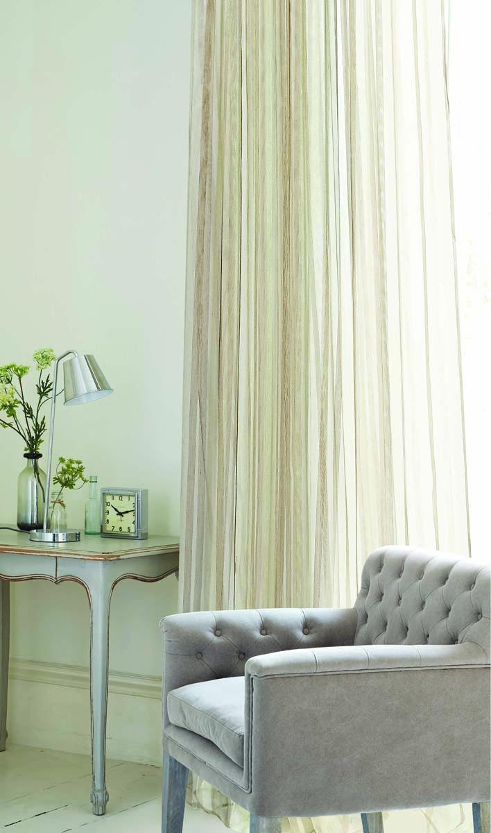 """Изящная тюлевая штора """"Garden"""", выполнена из высококачественной сетчатой ткани белого  цвета с полосой бежевого цвета. Полупрозрачная ткань, хорошо подойдет для солнечной  комнаты.   Штора крепится на карниз при помощи ленты, которая поможет красиво и равномерно  задрапировать верх."""