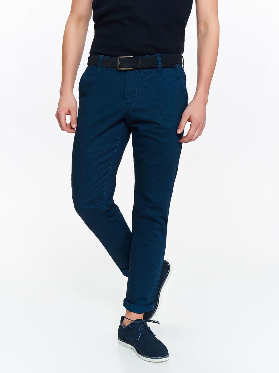 Брюки мужские Top Secret, цвет: синий. SSP2773NI. Размер 34 (50)SSP2773NIСтильные мужские брюки Top Secret высочайшего качества, подходят большинству мужчин. Модель слегка зауженного кроя и стандартной посадки станет отличным дополнением к вашему современному образу. Застегиваются брюки на молнию и пуговицу, имеются шлевки для ремня. Спереди модель дополнена двумя втачными карманами, а сзади - имитациями прорезных карманов. Эти модные и в тоже время комфортные брюки послужат отличным дополнением к вашему гардеробу. В них вы всегда будете чувствовать себя уютно и комфортно.