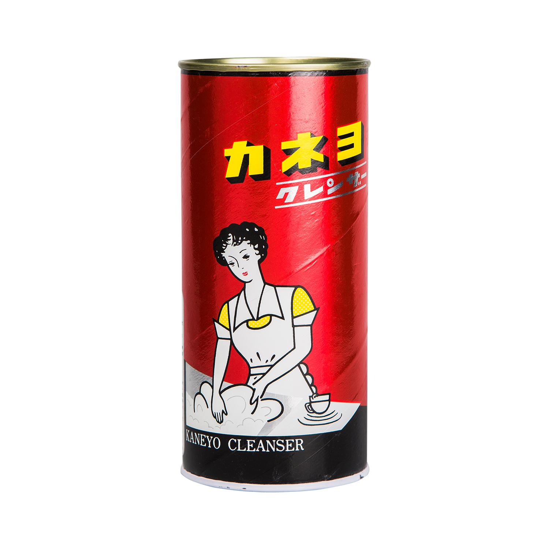 Порошок чистящий Kaneyo Red Cleanser, 400 г210025Чистящий порошок Kaneyo Cleanser Red предназначен для мытья и чистки посуды, кухонной утвари, кухонных плит, раковин и других поверхностей на кухне и в ванной комнате.Благодаря особому пенящемуся составу, порошок моментально справляется даже со стойкими загрязнениями, полирует и очищает поверхности.Устраняет неприятные запахи и размножение микробов.Средство не применяется для: стеклянных и зеркальных поверхностей, лакированных изделий, изделий из кожи, драгоценных металлов, керамики и фарфора с металлическими вкраплениями, изделий из камня. Способ применения: нанести небольшое количество порошка на грязный участок, спустя две минуты протереть его влажной губкой или полотенцем. Затем тщательно смыть водой. Рекомендуется использовать резиновые перчатки и очки. Характеристики:Вес: 400 г. Артикул: 210025. Товар сертифицирован.Как выбрать качественную бытовую химию, безопасную для природы и людей. Статья OZON Гид