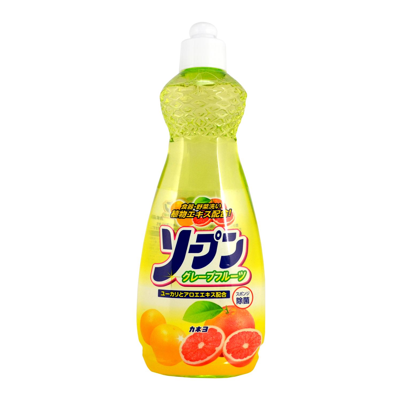 Жидкость для мытья посуды, овощей и фруктов Kaneyo, грейпфрут, 600 мл271668Жидкость с приятным грейпфрутовым ароматом предназначена для мытья посуды, кухонной утвари и дезинфекции губок для мытья посуды.Обладает антибактериальным действием и удаляет любые неприятные запахи, например, с разделочных досок.Обильная пена обладает отличными моющими свойствами и полностью смывается, не оставляя химической пленки на посуде. Великолепно справляется с жиром даже в холодной воде. Благодаря содержанию моющих компонентов растительного происхождения средство очень мягко воздействует на кожу рук, не раздражая ее.Подходит для мытья овощей и фруктов. Способ применения: нанести небольшое количество жидкости на губку, намылить посуду и смыть. Для мытья овощей и фруктов, нанести 1 каплю средства на ладони, вспенить, затем помыть фрукты и овощи. Состав: поверхностно-активное вещество (18% натрия алкил бензол сульфокислоты), стабилизатор. Способ хранения: хранить в недоступном для детей месте.Товар сертифицирован.Как выбрать качественную бытовую химию, безопасную для природы и людей. Статья OZON Гид