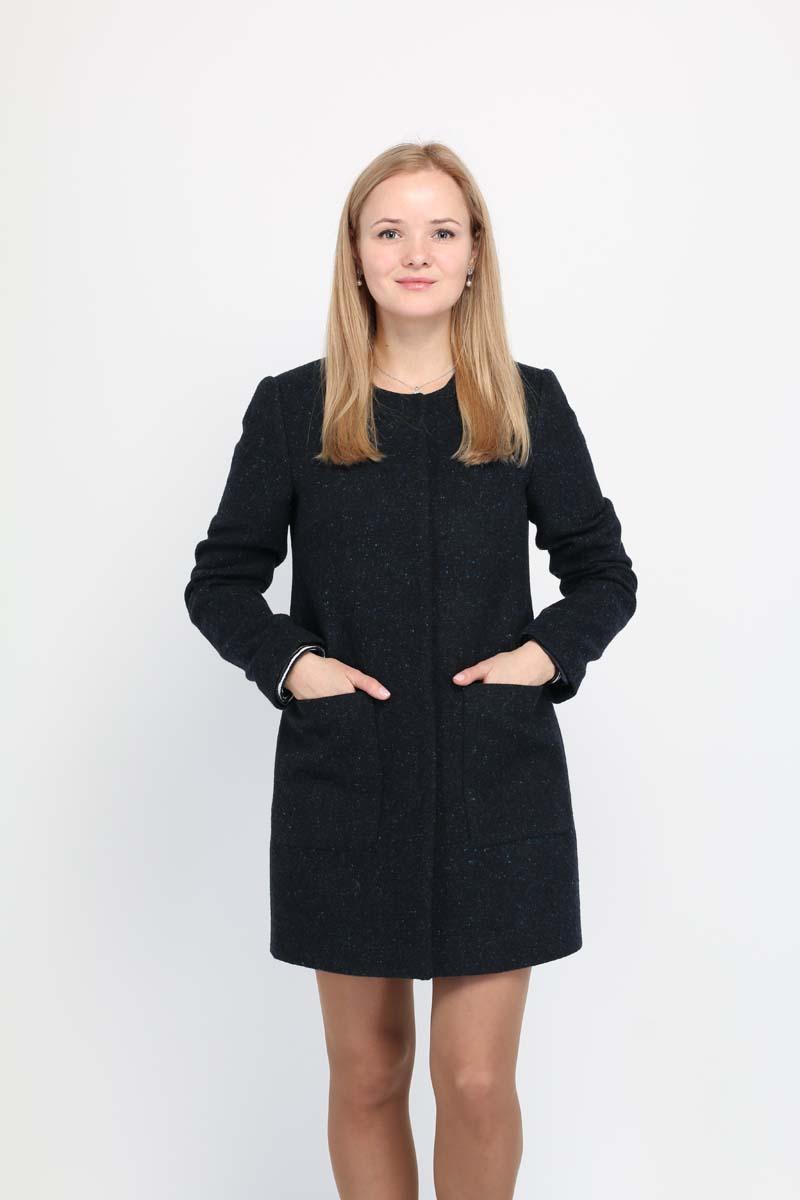 Пальто женское Alessandro Vasaio, цвет: темно-синий. 1473. Размер XS (42)1473Молодежная модель прямого силуэта, выполненная из итальянской ткани с накладными карманами и воротником шанель. Пальто отражает последние тенденции в мире моды.