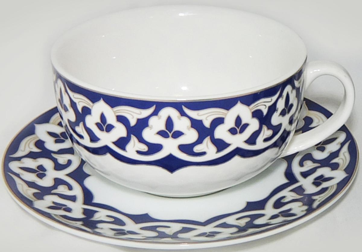 Чайная пара сочетает в себе изысканный дизайн с максимальной функциональностью. Изящный дизайн и красочность оформления придутся по вкусу и ценителям классики, и тем, кто предпочитает утонченность и изысканность.  Чашка с блюдцем выполнены из высококачественной керамики. Яркий рисунок придает набору особый шарм, который понравится каждому.