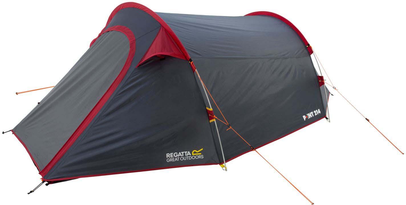 Палатка Regatta Halin 3 Tent, 3-местная, цвет: красныйRCE049Трехместная палатка для кемпинга c просторным тамбуром. Быстрая и удобная система cборки, 10 минут на установку. Прочная водонепроницаемая ткань Hydrаfort. Показатель водонепроницаемость тента составляет 3000 мм/в.ст/24ч. Огнеустойчивая ткань. В комплекте прочные и гибкие дуги из сплава металлов, маркированные разными цветами для быстроты установки. Внутренние карманы палатки для личных вещей, также внутри расположены точки крепления для фонаря. Множественные сетчатые карманы и дверь позволяют воздушным потокам беспрепятственно проникать внутрь, в тоже время защищает от проникновения насекомых. Фиксирующие оттяжки яркого цвета для дополнительное видимости в темное время суток. Вшитая нижняя поверхность из износостойкого полиэстера, водонепроницаемость 10 000 мм/в.ст/24ч. Просторная сумка для хранения и транспортировки позволяет легко собирать и разбирать палатку.Идеально подходит для пешего туризма.Размер палатки: 190 х 350 х 92 см.Размер (в собранном виде): 48 х 18 х 18 см.Вес 3,5 кг.