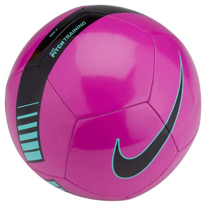 Мяч футбольный Nike Pitch Training Football, цвет: фиолетовый, черный. Размер 3SC3101-606Nike Pitch Training Football Футбольный мяч Nike Pitch с высококонтрастной графикой хорошо заметен во время игры и тренировок. Прочная упругая конструкция из 12 панелей обеспечивает точную траекторию полета мяча. Яркая графика упрощает слежение за траекторией полета мяча. Прочная и гладкая покрышка для длительной игры. Равномерное распределение нагрузки по 12 панелям. Резиновая камера лучше удерживает воздух и сохраняет форму продления срока службы мяча. 65% РЕЗИНА 15% ПОЛИУРЕТАН 13% ПОЛИЭСТЕР 7% EVA