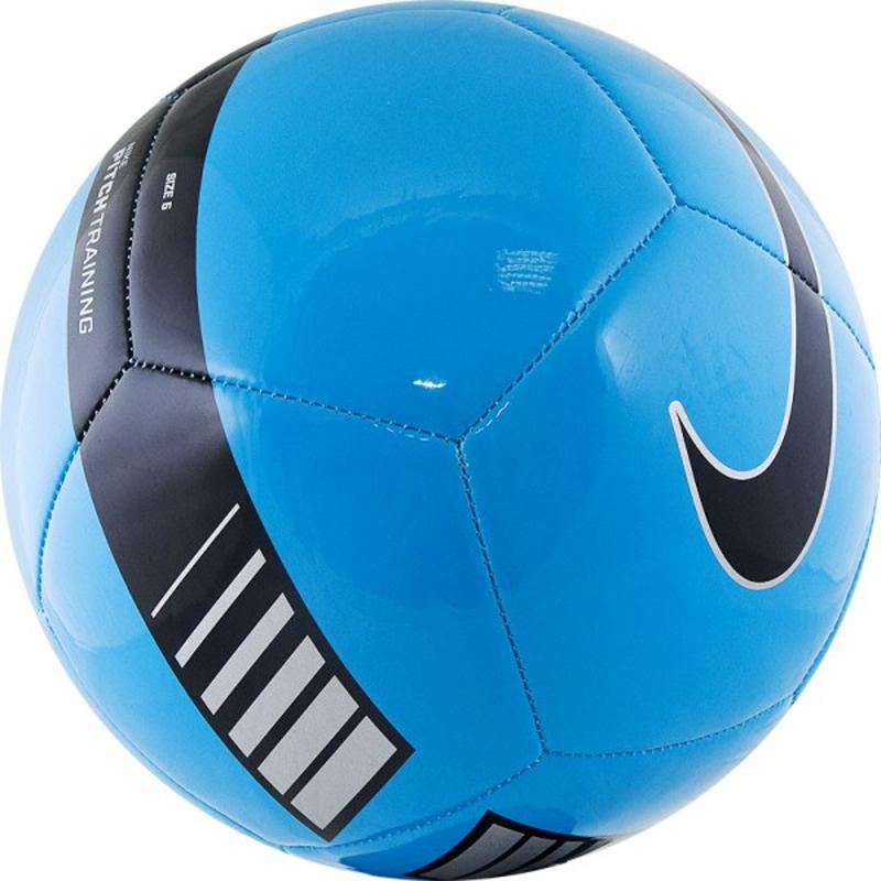 Мяч футбольный Nike Pitch Training Football, цвет: синий, черный. Размер 3SC3101-413Nike Pitch Training Football Футбольный мяч Nike Pitch с высококонтрастной графикой хорошо заметен во время игры и тренировок. Прочная упругая конструкция из 12 панелей обеспечивает точную траекторию полета мяча. Яркая графика упрощает слежение за траекторией полета мяча. Прочная и гладкая покрышка для длительной игры. Равномерное распределение нагрузки по 12 панелям. Резиновая камера лучше удерживает воздух и сохраняет форму продления срока службы мяча. 65% РЕЗИНА 15% ПОЛИУРЕТАН 13% ПОЛИЭСТЕР 7% EVA