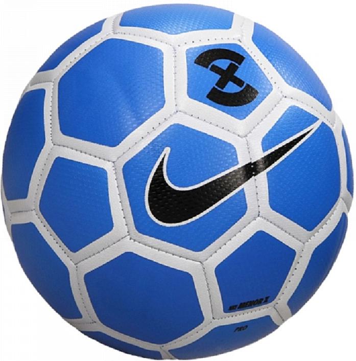 Мяч футбольный Nike X Menor Football, цвет: синийSC3039-406Nike X Menor Football Футбольный мяч Nike X Menor обеспечивает отличное касание и контроль для игры в мини-футбол. Яркий контрастный рисунок позволяет с точностью отслеживать траекторию движения и вращения мяча. Предназначенный для мини-футбола, он меньше и тяжелее обычных мячей. Текстурированное покрытие для превосходного касания и контроля мяча. Камера с низким отскоком превосходно удерживает воздух. Традиционная конструкция из 32 панелей для правильной и точной траектории полета. 1% ТЕКСТИЛЬ