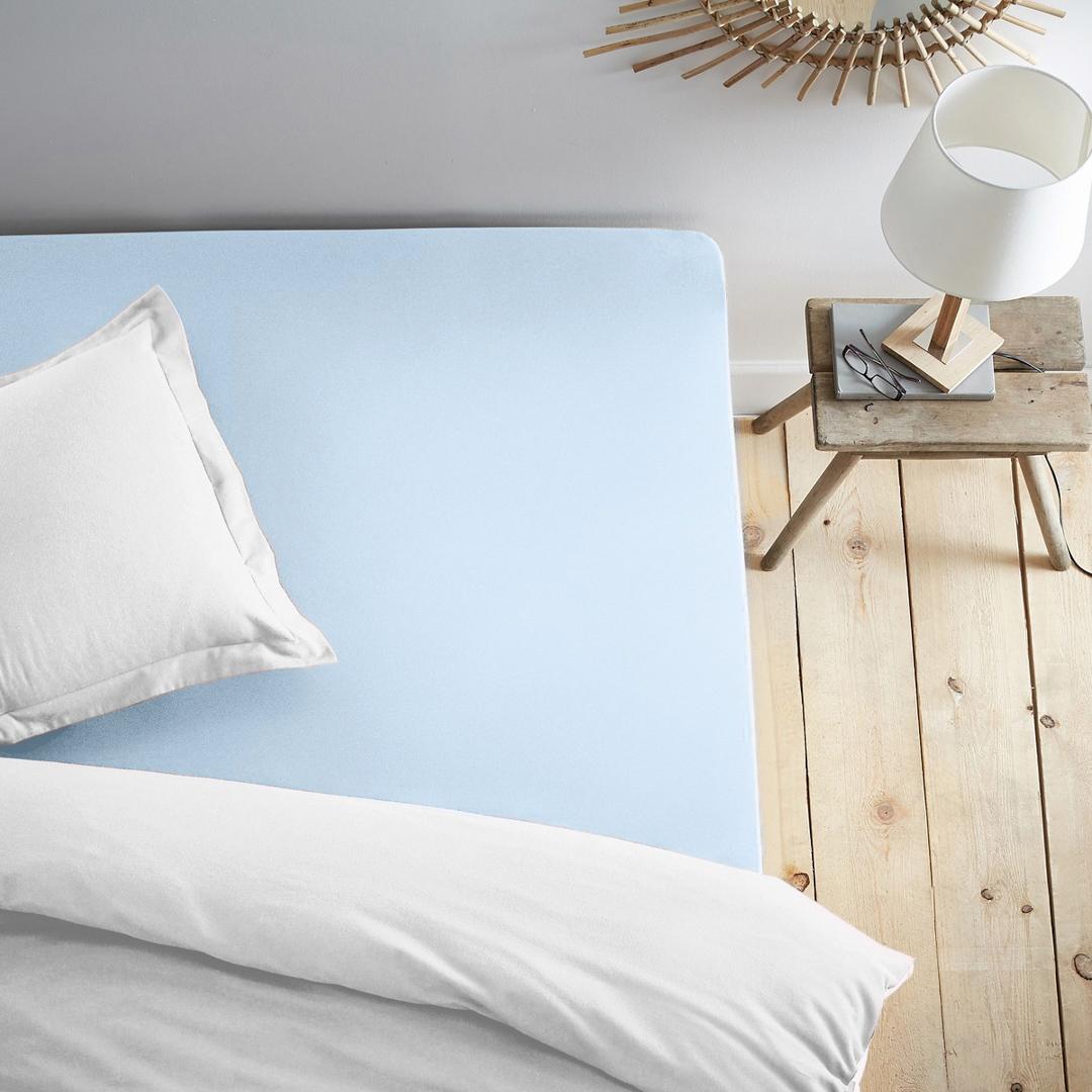 Простыня на резинке Dome, трикотажная, цвет: голубой, 200x200 смdme282033Трикотажная простыня на резинке - это нежность, мягкость и комфорт на каждый день. Благодаря резинке по всему периметру, простыня не сбивается и не мнется во время сна. Трикотаж из 100% хлопка хорошо пропускает воздух, легко стирается и остается мягким после многократных стирок.
