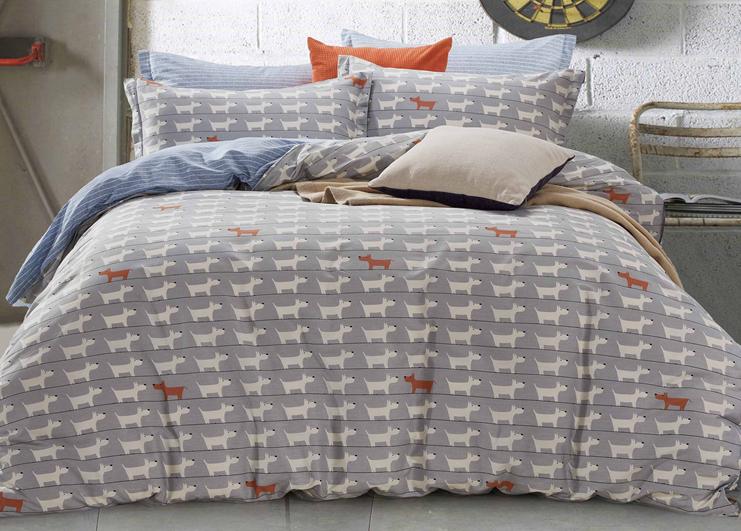 Комплект постельного белья из натурального хлопкового сатина. Европейское качество и современные дизайны. Стойкие гипоаллергенные красители, не линяют и не вызывают аллергии. Ткань устойчива к усадке, способна выдерживать до 300 стирок, сохраняя свой изначальный внешний вид.
