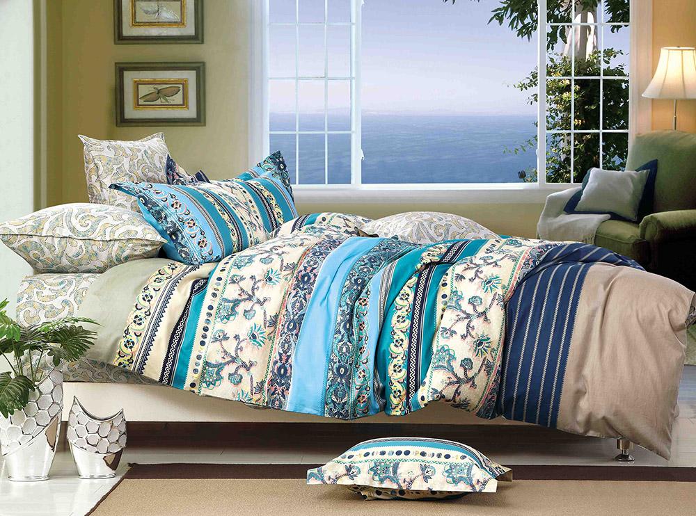 Комплект постельного белья Tango Melinda, 1,5-спальный, наволочки 50x70, цвет: голубой, серый, бежевыйtan240261Наволочки с декоративным кантом особенно подойдут, если вы предпочитаете класть подушки поверх покрывала. Кайма шириной 5-10 см с трех или четырех сторон делает подушки визуально более объемными, смотрятся они очень аккуратно, даже парадно. Еще такие наволочки называют оксфордскими или наволочками «с ушками».Сатин средней плотности – золотая середина среди сатинового постельного белья. Он достаточно плотный, долго не изнашивается, но стоит дешевле сатина повышенной плотности. Комплект из сатина не блестит как шелк, но приятен на ощупь и довольно мягкий. Краска на этой ткани держится очень хорошо: новое белье не полиняет и со временем не станет выцветать.