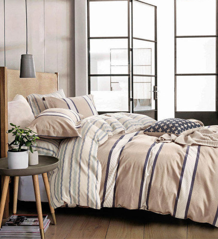 Комплект постельного белья Tango Alexis, 2-спальный, наволочки 70x70, цвет: бежевый, коричневыйtan284857Наволочки с декоративным кантом особенно подойдут, если вы предпочитаете класть подушки поверх покрывала. Кайма шириной 5-10 см с трех или четырех сторон делает подушки визуально более объемными, смотрятся они очень аккуратно, даже парадно. Еще такие наволочки называют оксфордскими или наволочками «с ушками».Сатин средней плотности – золотая середина среди сатинового постельного белья. Он достаточно плотный, долго не изнашивается, но стоит дешевле сатина повышенной плотности. Комплект из сатина не блестит как шелк, но приятен на ощупь и довольно мягкий. Краска на этой ткани держится очень хорошо: новое белье не полиняет и со временем не станет выцветать.