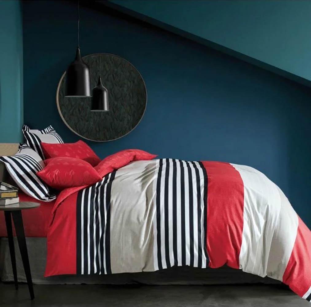 Комплект постельного белья Tango Garnett, евро, наволочки 50x70, цвет: красный, серыйtan287495Сатин средней плотности – золотая середина среди сатинового постельного белья. Он достаточно плотный, долго не изнашивается, но стоит дешевле сатина повышенной плотности. Комплект из сатина не блестит как шелк, но приятен на ощупь и довольно мягкий. Краска на этой ткани держится очень хорошо: новое белье не полиняет и со временем не станет выцветать.