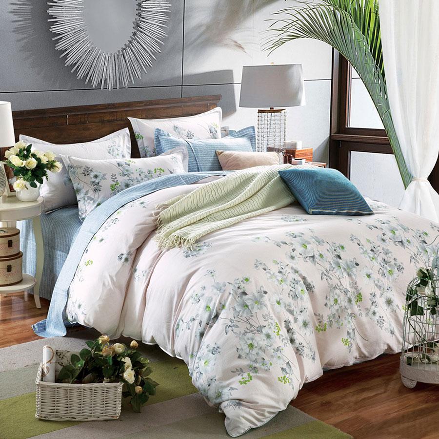 Комплект постельного белья Tango Kerensa, 1,5-спальный, наволочки 50x70, цвет: розовый, голубойtan303842Наволочки с декоративным кантом особенно подойдут, если вы предпочитаете класть подушки поверх покрывала. Кайма шириной 5-10 см с трех или четырех сторон делает подушки визуально более объемными, смотрятся они очень аккуратно, даже парадно. Еще такие наволочки называют оксфордскими или наволочками «с ушками».Сатин средней плотности – золотая середина среди сатинового постельного белья. Он достаточно плотный, долго не изнашивается, но стоит дешевле сатина повышенной плотности. Комплект из сатина не блестит как шелк, но приятен на ощупь и довольно мягкий. Краска на этой ткани держится очень хорошо: новое белье не полиняет и со временем не станет выцветать.