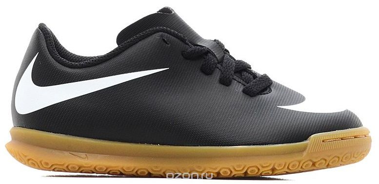 Бутсы для мальчика Nike JrBravatax Ii Ic, цвет: черный. 844438-001. Размер 12C (28,5)844438-001Kids Nike Jr. BravataX II (IC) Indoor-Competition Football Boot Детские футбольные бутсы для игры в зале Nike Jr. BravataX II (IC) оптимизируют скорость без ущерба для контроля над мячом. Разнонаправленные шипы помогают быстро развивать скорость, а микрорельеф верха повышает сцепление для большего контроля над мячом. Верх из синтетической кожи для прочности и превосходного касания. Поверхность верха с микротекстурой обеспечивает превосходный контроль мяча на высокой скорости. Асимметричная шнуровка увеличивает площадь контроля над мячом. Контурная стелька обеспечивает низкопрофильную амортизацию, снижая давление от шипов. Прочная резиновая подметка гарантирует отличное сцепление при игре в помещении. Размеры (школьники): 1Y–6Y.