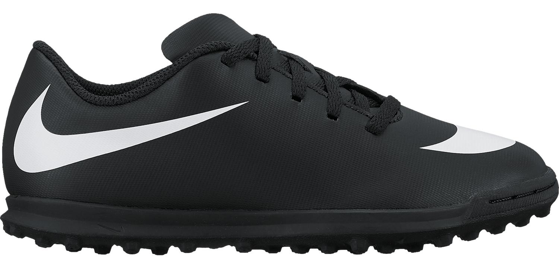 Бутсы для мальчика Nike JrBravatax Ii Tf, цвет: черный. 844440-001. Размер 1Y (31)844440-001Kids Nike Jr. BravataX II (TF) Turf Football Boot Детские футбольные бутсы для игры на газоне Nike Jr. BravataX II (TF) оптимизируют скорость без ущерба для контроля над мячом. Разнонаправленные шипы помогают быстро развивать скорость, а микрорельеф верха повышает сцепление для большего контроля над мячом. Верх из синтетической кожи для прочности и превосходного касания. Поверхность верха с микротекстурой обеспечивает превосходный контроль мяча на высокой скорости. Асимметричная шнуровка увеличивает площадь контроля над мячом. Контурная стелька обеспечивает низкопрофильную амортизацию, снижая давление от шипов. Прочная резиновая подметка создана для игры на искусственных покрытиях.