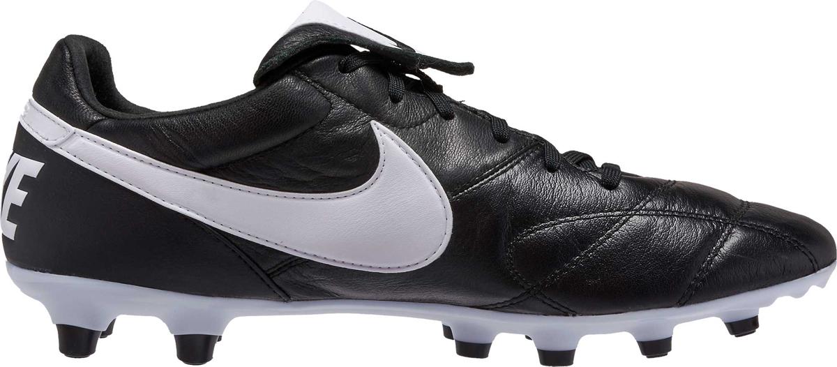 Бутсы мужские Nike The Premier Ii Fg, цвет: черный. 917803-001. Размер 11,5 (44,5)917803-001Mens Nike Premier II (FG) Firm-Ground Football Boot ЧИСТОЕ КАСАНИЕ. Мужские футбольные бутсы для игры на твердом грунте Nike Premier II (FG) возвращают к истокам игры. Мягкая кожа кенгуру на мыске в сочетании с заворачивающимся язычком обеспечивает амортизацию и классический уровень касания мяча. Конические шипы обеспечивают сцепление и плавность движений для превосходных результатов в любой точке поля. Расширенная зона шнуровки для удобной посадки. Мысок из кожи кенгуру для классического касания и амортизации. Заворачивающийся язычок скрывает верх шнуровки для создания гладкой поверхности. Подошва из материала TPU во всю длину стопы для прочности и стабилизации. Конические шипы обеспечивают зональное сцепление и плавность движений.