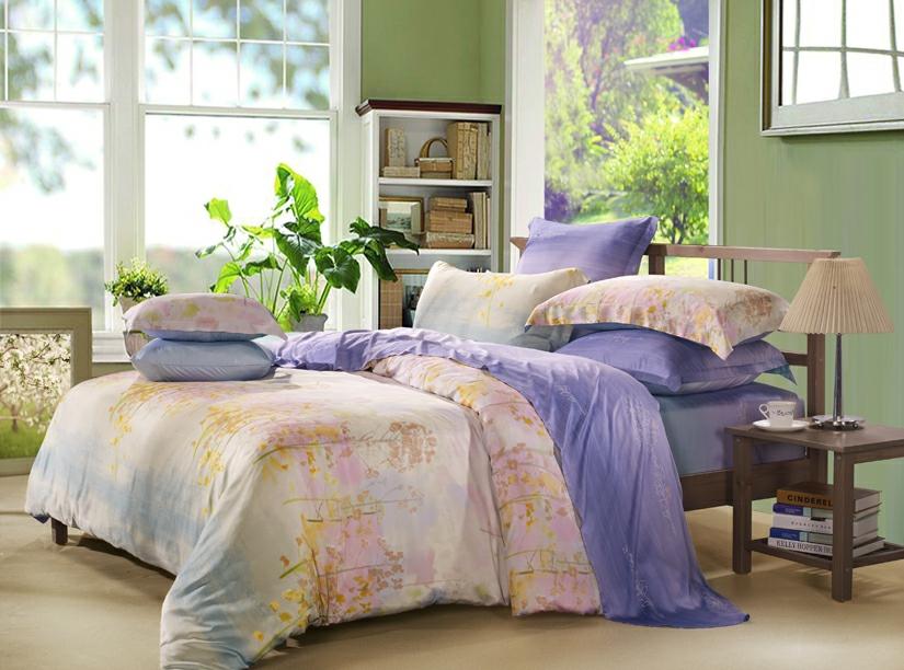 Комплект постельного белья СайлиД Wate, евро, наволочки 50x70, цвет: розовый, сиреневыйsail54406Наволочки с декоративным кантом особенно подойдут, если вы предпочитаете класть подушки поверх покрывала. Кайма шириной 5-10 см с трех или четырех сторон делает подушки визуально более объемными, смотрятся они очень аккуратно, даже парадно. Еще такие наволочки называют оксфордскими или наволочками «с ушками».Чтобы получить ткань тенсел, стебли и листья эвкалипта подвергают термической обработке. Как и любая другая искусственная ткань, тенсел на 100% состоит из натуральных волокон. Постельное белье из тенсела по гладкости и мягкости напоминает шелк, но не такое скользкое. По прочности он не уступает сатину, а по бактерицидным свойствам не хуже бамбука. Главное отличие тенсела в том, что он очень хорошо впитывает влагу и быстро сохнет.