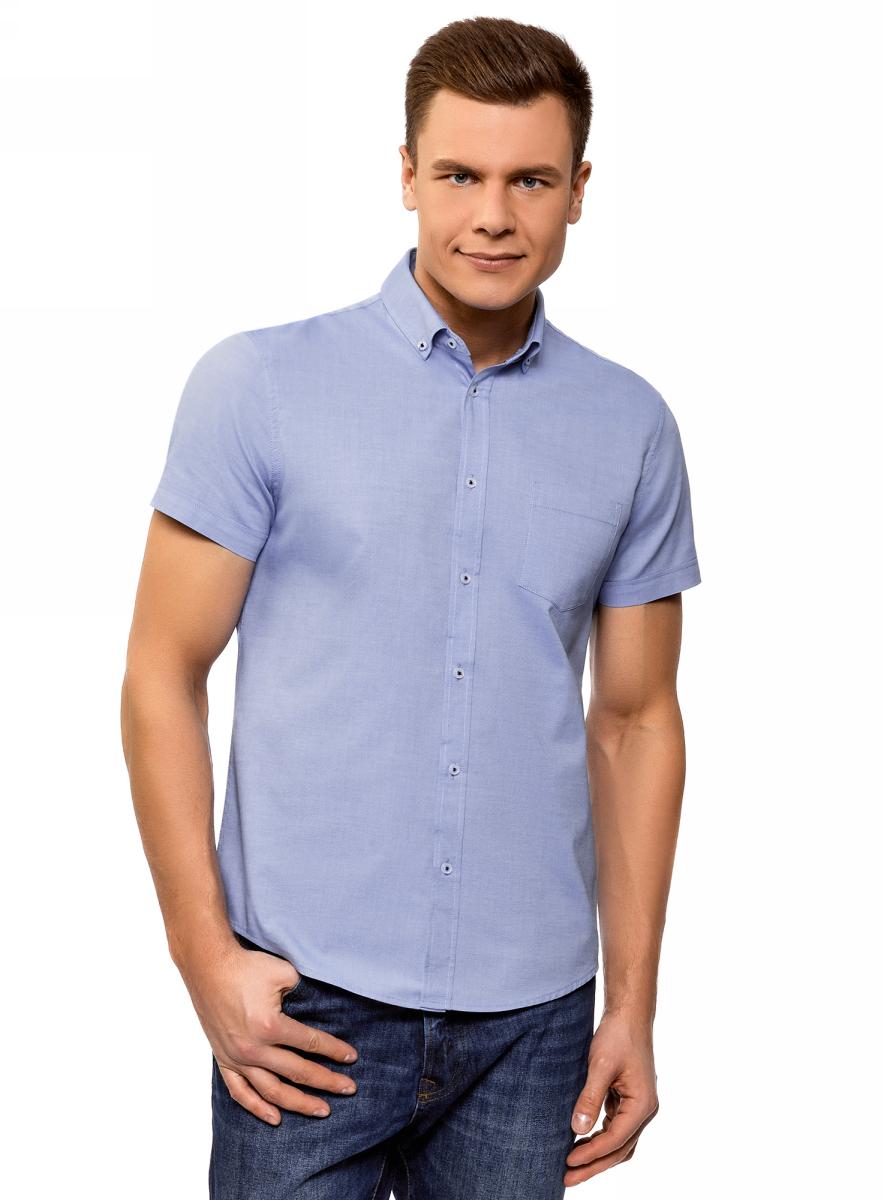 Рубашка мужская oodji Basic, цвет: голубой . 3B210007M/34714N/7000O. Размер 40 (48-182)3B210007M/34714N/7000OХлопковая рубашка с короткими рукавами и воротником баттен-даун. Модель слегка приталенного кроя с закругленным низом и спинкой на кокетке. Короткие рукава с отворотом красиво открывают руки. Классический стояче-отложной воротник на пуговицах. На груди есть нагрудный карман. Благодаря контурным вытачкам на спинке рубашка подчеркивает силуэт. Натуральный хлопок приятен для тела, позволяет коже дышать, поэтому в такой рубашке вы будете чувствовать себя комфортно в любую погоду. Модель прекрасно сидит на любой фигуре. Классическая строгая рубашка – обязательный элемент базового гардероба. Она отлично подходит для деловых костюмов. Ее можно надеть на официальное или торжественное мероприятие или носить как повседневную офисную вещь. К такому наряду отлично подойдут классические туфли, соответствующие общему стилю. Комплект дополнит стильный галстук или бабочка. Рубашка с закругленным низом и воротником на пуговицах будет уместна и в более непринужденных сочетаниях в стиле casual. К ней подойдут джинсы, прямые или зауженные брюки, а из обуви – лоферы, броги или мокасины. В этой рубашке вы будете чувствовать себя комфортно в любой ситуации.
