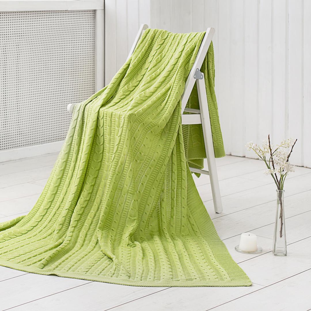 Плед Dome Kappe, цвет: зеленый, 150 х 200 смdme280266Вязаные изделия способны растягиваться во всех направлениях, при этом с лёгкостью принимая изначальную форму. Вязанные изделия могут быть выполнены из различных материалов: шерсти, бамбука, хлопка и даже синтетики. Вязаные пледы и покрывала могут иметь различные узоры и способы вязания. Вязаный плед можно использовать, как покрывало на кровать (диван) или же как накидку на кресло. Также в вязаное покрывало можно закутаться прохладным вечером, ведь вязаные изделия мягкие и приятные на ощупь. Покупая одно изделие Вы получаете декоративное покрывало, стильную накидку и уютный плед одновременно.