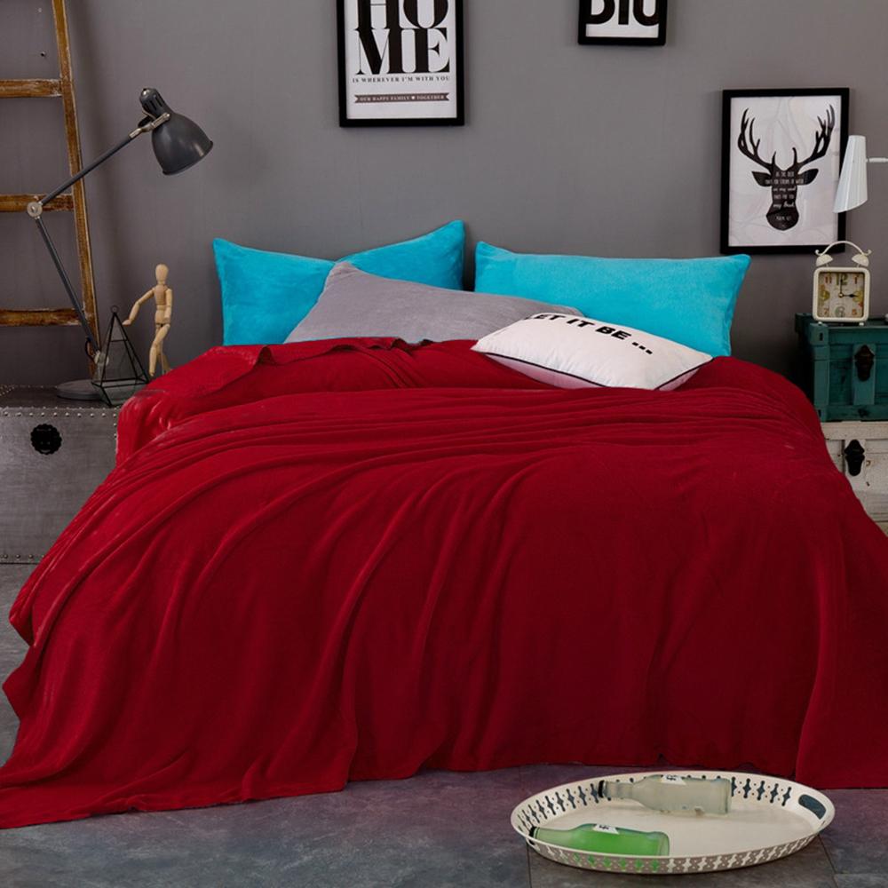 """Плед Tango """"Arcobaleno"""" можно использовать как покрывало на кровать (диван) или же как накидку на кресло. Также в плед можно закутаться прохладным вечером, ведь подобные изделия мягкие и приятные на ощупь. Покупая одно изделие, вы получаете декоративное покрывало, стильную накидку и уютный плед одновременно."""