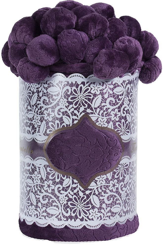Плед Мадмуазель Бато Лавуар, цвет: фиолетовый, 210 х 220 см. vtx260438vtx260438Коралловый флис - это разновидность флиса, имеющая более высокие показатели плотности и объема. Также у кораллового флиса более высокий и пушистый ворс, который на ощупь напоминает плюш или искусственный мех. Коралловый флис сохраняет все свойства обычного флиса: воздухопроницаемость, удержание тепла, износостойкость, простота в уходе. Покрывала и пледы из кораллового флиса смотрятся очень эффектно за счет более высокого ворса. Стриженый узор выполняется на изделиях с ворсом. Он подчеркивает объем нанесенного рисунка или же, если изделие однотонное, представляет собой полноценный узор. Стриженный узор один из самых долговечных видов декора, за изделиями со стриженным узором не нужен особый уход.