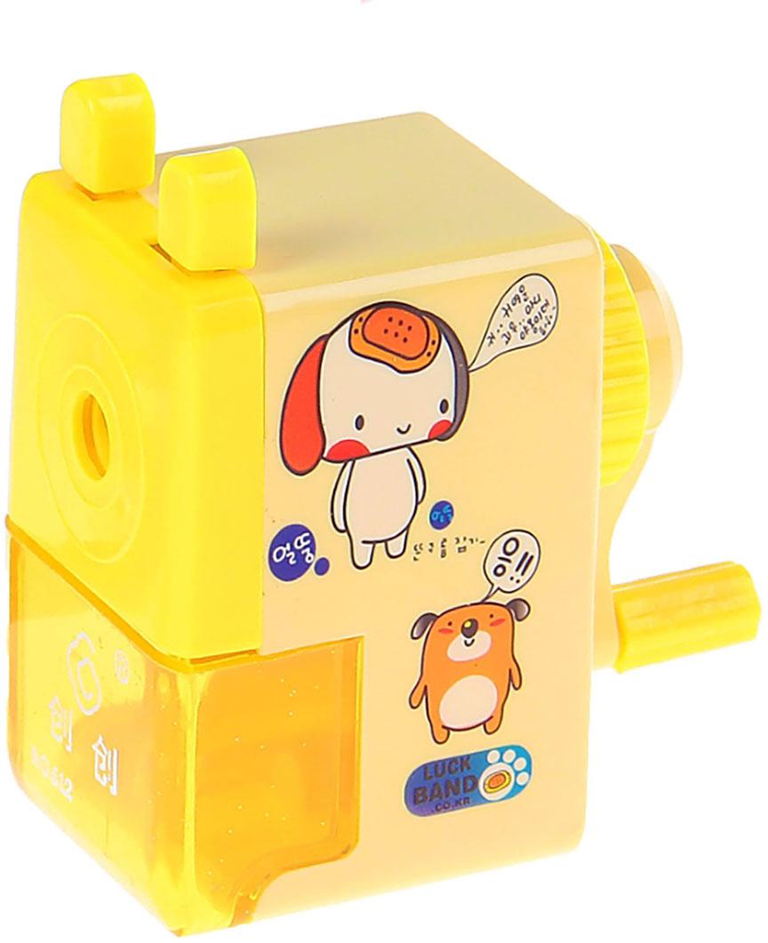 Точилка механическая с контейнером Классика с рисунком цвет желтый 540490540490_желтыйТочилка — это приспособление, облегчающее затачивание карандашей. В зависимости от особенностей конструкции, она может быть ручной (небольшой размер, помещается в кармане) или настольной (более крупный размер) и подходить для обычных или толстых карандашей. Точилка — необходимый инструмент на любом школьном или офисном столе. Это канцелярское изделие придет на помощь как взрослому, так и ребенку в самый нужный момент.