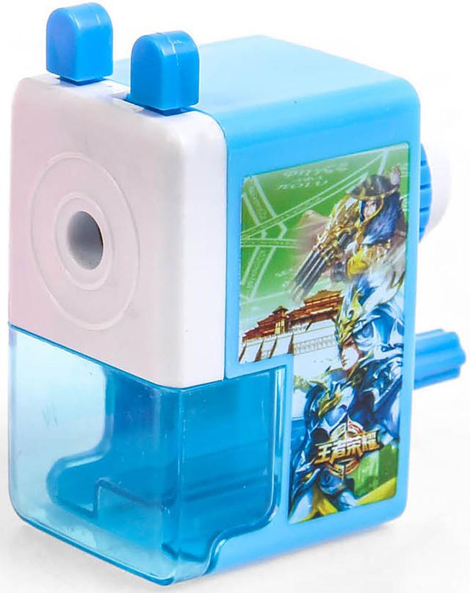 Точилка механическая с контейнером Классика цвет голубой 29242002924200_голубойТочилка — это приспособление, облегчающее затачивание карандашей. В зависимости от особенностей конструкции, она может быть ручной (небольшой размер, помещается в кармане) или настольной (более крупный размер) и подходить для обычных или толстых карандашей. Точилка — необходимый инструмент на любом школьном или офисном столе. Это канцелярское изделие придет на помощь как взрослому, так и ребенку в самый нужный момент.