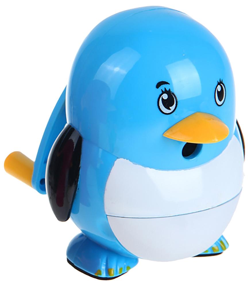 Точилка механическая с контейнером Пингвиненок цвет голубой 11018881101888_голубойТочилка — это приспособление, облегчающее затачивание карандашей. В зависимости от особенностей конструкции, она может быть ручной (небольшой размер, помещается в кармане) или настольной (более крупный размер) и подходить для обычных или толстых карандашей. Точилка — необходимый инструмент на любом школьном или офисном столе. Это канцелярское изделие придет на помощь как взрослому, так и ребенку в самый нужный момент.