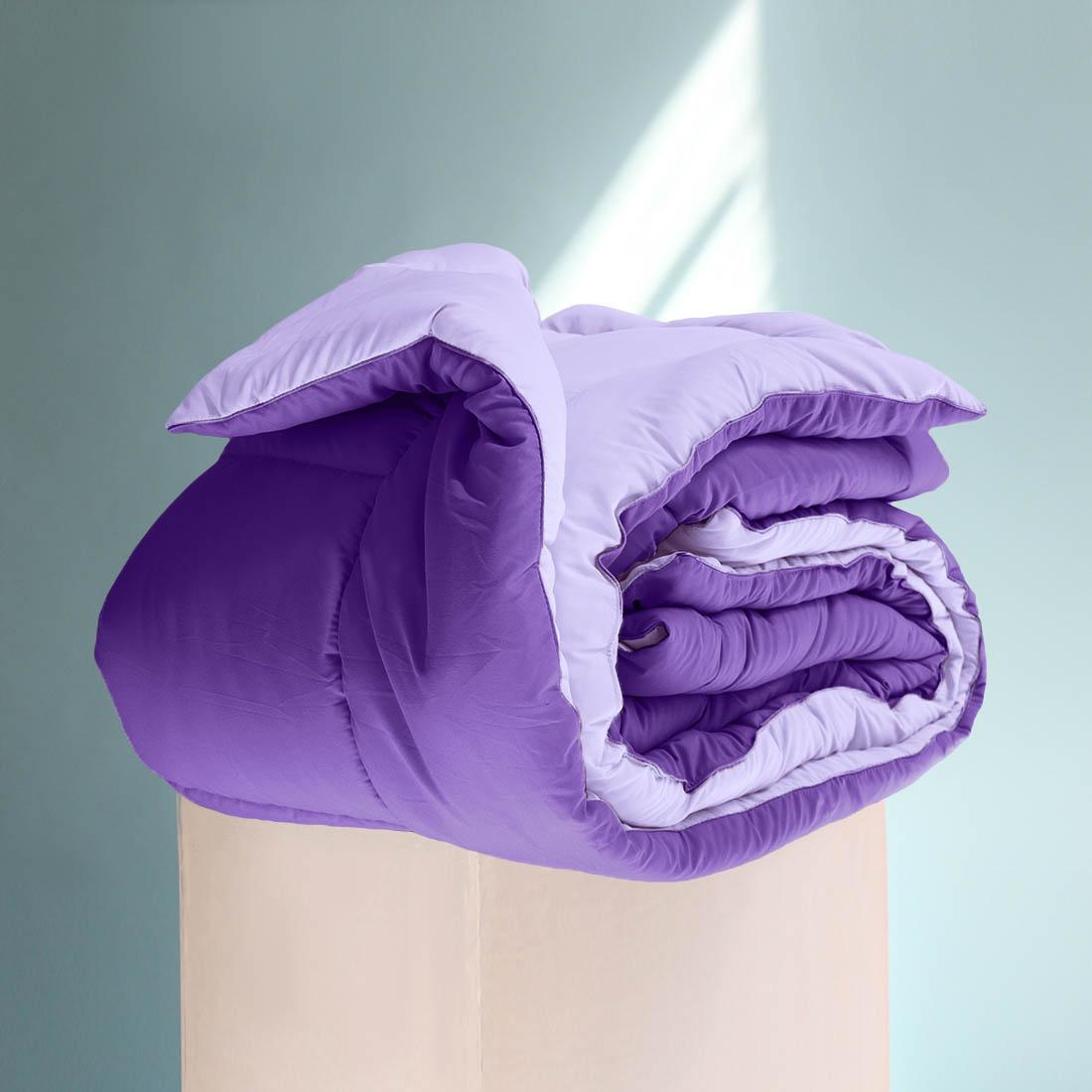 Одеяло Sleep iX, наполнитель: силиконизированное волокно, цвет: фиолетовый, 220 х 240 см. pva319989pva319989Особая технология позволяет использовать это одеяло без пододеяльника, не опасаясь износа.Материал чехла MicroSkin - это гладкая и шелковистая ткань с легким блеском, по своему виду не уступает натуральному хлопку. Хорошо сохраняет тепло, очень приятна на ощупь, прочна и устойчива к стирке.Силиконизированное волокно делают из тонких волокон полиэфира, обработанных силиконом. Одеяло с таким наполнителем отлично сохраняет тепло, создавая максимальный комфорт и уют. Силиконизированное волокно отлично держит форму, не сбиваясь в комки. На ощупь наполнитель похож на пух, поэтому производители часто называют его искусственным пухом. Одеяло с полиэфирным наполнителем отлично подойдёт людям, страдающим аллергией, так как не впитывает запахи и отталкивает пыль. Кант делают из атласа или вискозы, он помогает изделию держать форму в течение многих лет. Кантик есть на многих объемных изделиях из текстиля, иногда его могут дополнительно прострочить по периметру или сделать широким.