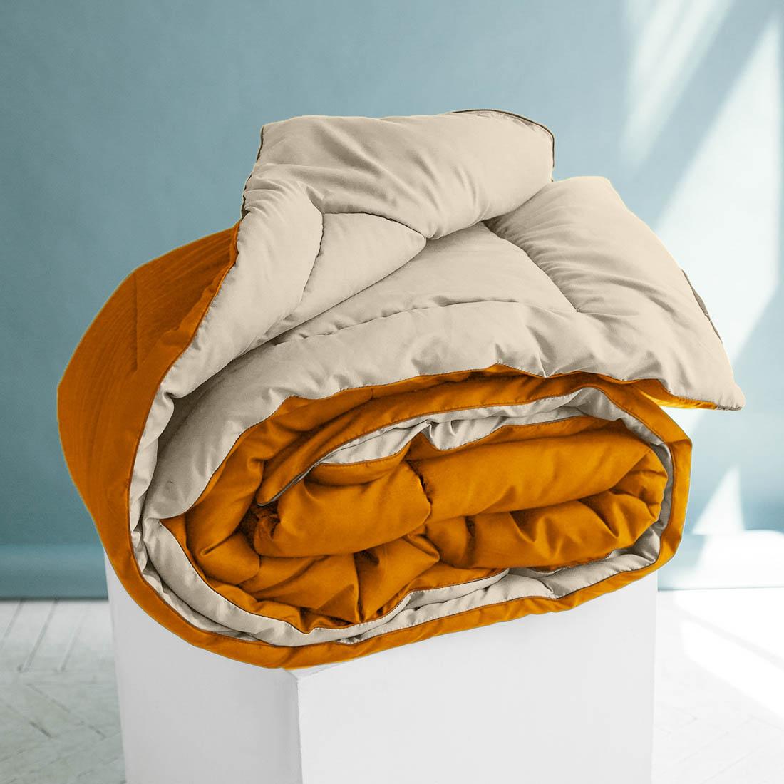 Одеяло Sleep iX, наполнитель: силиконизированное волокно, цвет: бежевый, оранжевый, 220 х 240 см. pva320029pva320029Особая технология позволяет использовать это одеяло без пододеяльника, не опасаясь износа.Материал чехла MicroSkin - это гладкая и шелковистая ткань с легким блеском, по своему виду не уступает натуральному хлопку. Хорошо сохраняет тепло, очень приятна на ощупь, прочна и устойчива к стирке.Силиконизированное волокно делают из тонких волокон полиэфира, обработанных силиконом. Одеяло с таким наполнителем отлично сохраняет тепло, создавая максимальный комфорт и уют. Силиконизированное волокно отлично держит форму, не сбиваясь в комки. На ощупь наполнитель похож на пух, поэтому производители часто называют его искусственным пухом. Одеяло с полиэфирным наполнителем отлично подойдёт людям, страдающим аллергией, так как не впитывает запахи и отталкивает пыль. Кант делают из атласа или вискозы, он помогает изделию держать форму в течение многих лет. Кантик есть на многих объемных изделиях из текстиля, иногда его могут дополнительно прострочить по периметру или сделать широким.