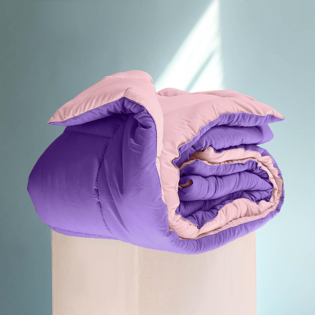 Одеяло Sleep iX, наполнитель: силиконизированное волокно, цвет: фиолетовый, розовый, 200 х 220 см. pva320033pva320033Особая технология позволяет использовать это одеяло без пододеяльника, не опасаясь износа.Материал чехла MicroSkin - это гладкая и шелковистая ткань с легким блеском, по своему виду не уступает натуральному хлопку. Хорошо сохраняет тепло, очень приятна на ощупь, прочна и устойчива к стирке.Силиконизированное волокно делают из тонких волокон полиэфира, обработанных силиконом. Одеяло с таким наполнителем отлично сохраняет тепло, создавая максимальный комфорт и уют. Силиконизированное волокно отлично держит форму, не сбиваясь в комки. На ощупь наполнитель похож на пух, поэтому производители часто называют его искусственным пухом. Одеяло с полиэфирным наполнителем отлично подойдёт людям, страдающим аллергией, так как не впитывает запахи и отталкивает пыль. Кант делают из атласа или вискозы, он помогает изделию держать форму в течение многих лет. Кантик есть на многих объемных изделиях из текстиля, иногда его могут дополнительно прострочить по периметру или сделать широким.
