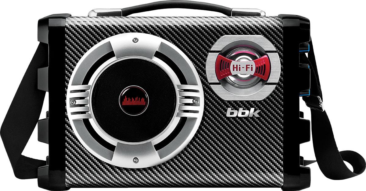 BBK BS06BT, Black USB/SD магнитолаBS06BTМодель BS06BT будет интересна и заядлым меломанам, и людям, желающим развивать собственные музыкальные способности. Магнитола воспроизводит различные аудио-форматы через USB-порт с MP3-плеера и flash-носителя, посредством Bluetooth и с SD-карты. Встроенный цифровой FM-тюнер позволит странствовать по радиоволнам – в памяти устройства может храниться до 60 FM-радиостанций. Устройство оснащено входами для подключения гитары и микрофона, также имеется разъем для подсоединения наушников.