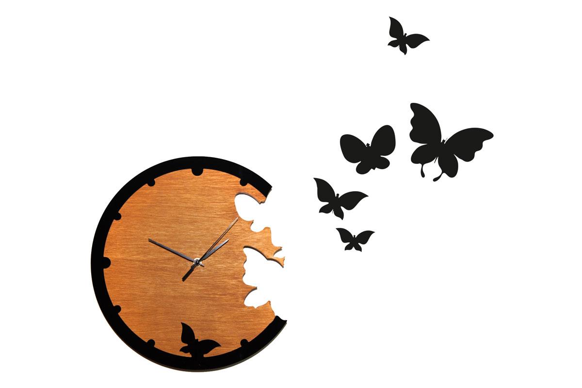 """Интерьерные часы в эко-стиле с порхающими по стене бабочками добавят комнате изысканного стиля и романтичности. Настенные часы из натурального дерева тонировкой в естественный цвет, пластиковые элементы """"бабочки"""" укомплектованы двусторонним скотчем и легко размещаются на стене согласно вашему желанию, механизм кварцевый, батарейка в комплект не входит."""