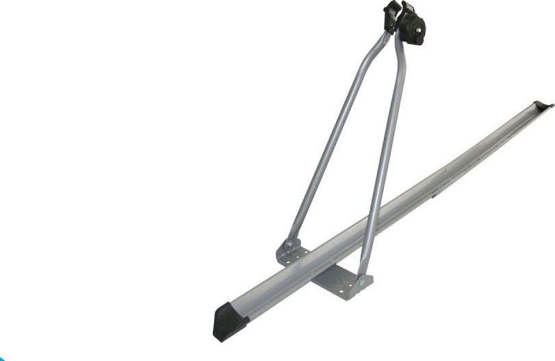 Велокрепление на крышу Menabo Top Bike, для 1-ого велосипеда, без ключаME 240000Стальное крепление Menabo Тор Bike Lock предназначено для одного велосипеда. Его преимуществом становится наличие замка – вероятность кражи сведена к минимуму. Незамысловатая конструкция прочно крепится на крыше за поперечные дуги багажника. И сможет выдержать до 15 кг.Механизм зажима рамы предельно прост. Велосипед захватывается за раму и за колеса внизу. Высокопрочные материалы обеспечивают достаточную надежность конструкции. При отсутствии необходимости транспортировки такой механизм не займет много места в машине.