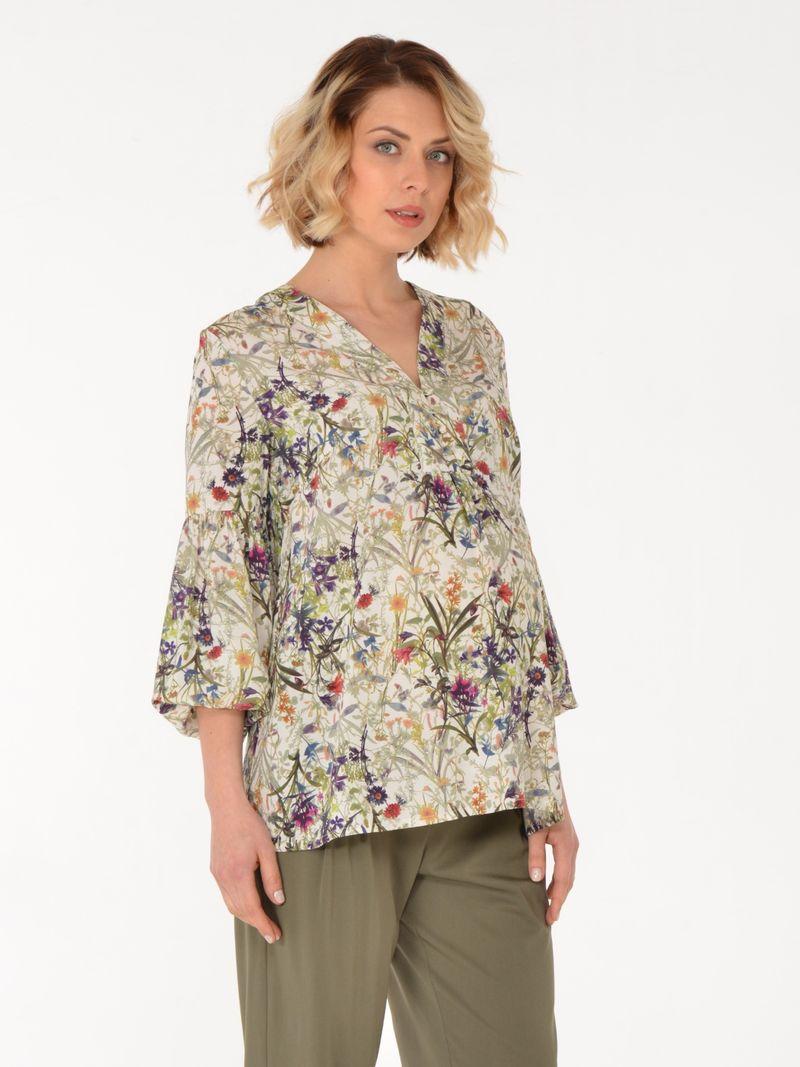Блузка для беременных BuduMamoy, цвет: бежевый. HD BL 1541 TL 608. Размер 48HD BL 1541 TL 608Свободная блузка из вискозы для будущей мамы. Цветочный принт, объемные рукава длиной 7/8 с застегивающимися на пуговицы манжетами, V-образный вырез, оформленный планкой с пуговицами - модный выбор для этого лета. Приятная вискозная ткань и специально разработанная конструкция делают эту блузку удобной как во время беременности, так и после.