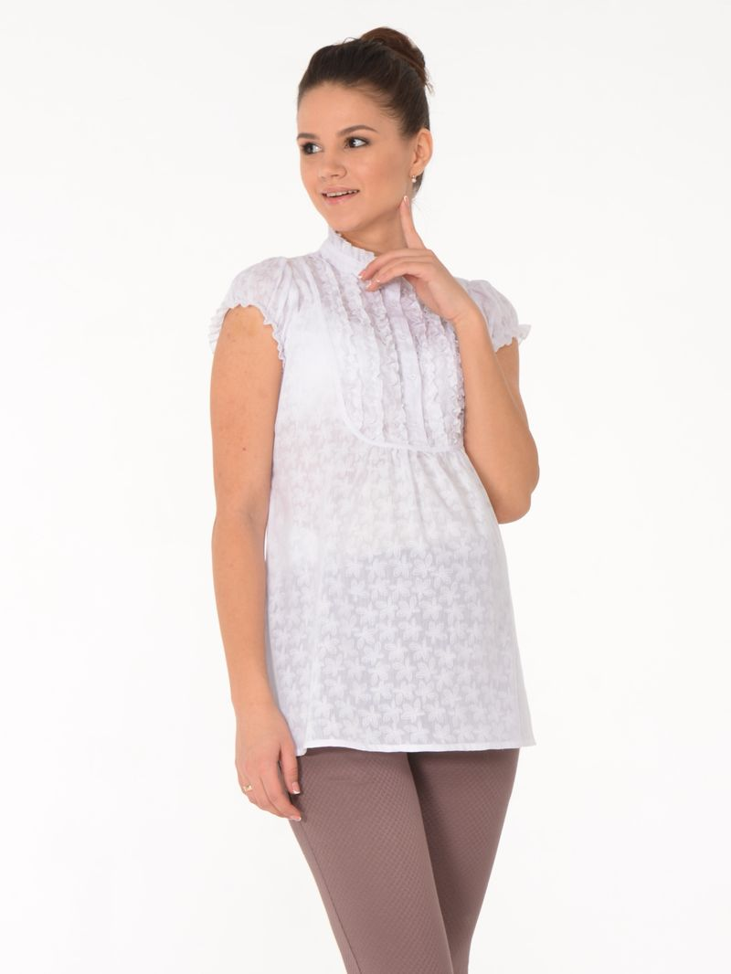 Блузка для беременных BuduMamoy, цвет: белый. RI BL 1451 TL 652. Размер 44RI BL 1451 TL 652Женственная блузка из хлопковой ткани для будущих мам. Изделие с короткими рукавами, застежкой на пуговицы, отложным воротничком и защипами по переду, переходящими в складки. Отличный вариант как в офис, так и на каждый день! Цветочный принт и рюши создают романтичное настроение, придают образу особое очарование. Длина изделия по спинке 68см.