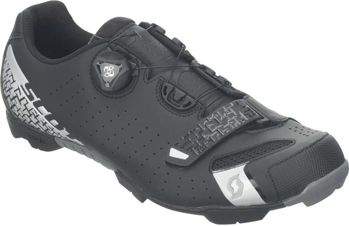 Велотуфли мужские Scott MTB, цвет: маттовый черный, серебристый. 251831-5547. Размер 41 (40)251831-5547Велообувь SCOTT MTB Comp Boa® еще раз доказывает, что отличная подгонка и высокая эффективность не всегда означают высокую стоимость. Эти велосипедные ботинки созданы для спортсменов любителей и энтузиастов, которые хотят получить максимум за потраченные деньги. Система фиксации включает в себя двухуровневую систему Boa® L6 и дополнительную анатомическую липучку у носка. Идеальная подгонка по любой стопе. Комбинированная многослойная подошва из композита и жесткого пластика имеет индекс жесткости 6. Усиленный протектор подошвы позволит всегда оставаться в контакте с грунтом и на мокрых корнях, если вам потребуется сойти с велосипеда.Система фиксации: Boa® L6 + анатомическая липучка Подошва: Нейлон, стекловолокно, индекс жесткости 6 Верх ботинка: синтетическая кожа, 3D Nylon Airmesh Протектор: Sticki Rubber (устойчивая к влажному грунту резина)Вес: 370 гр. (US 8.5)