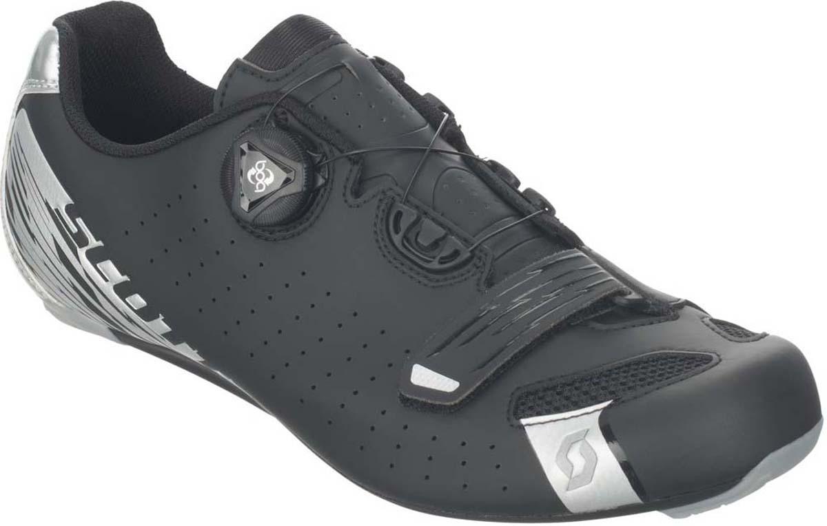 Велотуфли мужские Scott Road, цвет: матовый черный, серебристый. 251817-5547. Размер 41 (40)251817-5547Шоссейные велоботинки SCOTT Road Comp подойдут для шоссейного велоспорта. Композитная подошва с индексом жесткости 6 из 10. Система тройной фиксации из одной липучки на носке и системы BOA с леской. Эргономичная стелька, комфортное облегание стопы. Дополнительная вентиляция носка.+ синтетическая кожа (полиуретан)+ 3D нейлон с дополнительной вентиляцией+ нейлоновое композитное волокно, двухкомпонентный PU+ индекс жесткости 6 из 10+ тройная система фиксации+ одна липучка на носке+ система BOA+ верх ботинка: полиуретан, 3D Nylon AirmeshВес 300 гр. (размер 42)Цвет Черный/серебристый