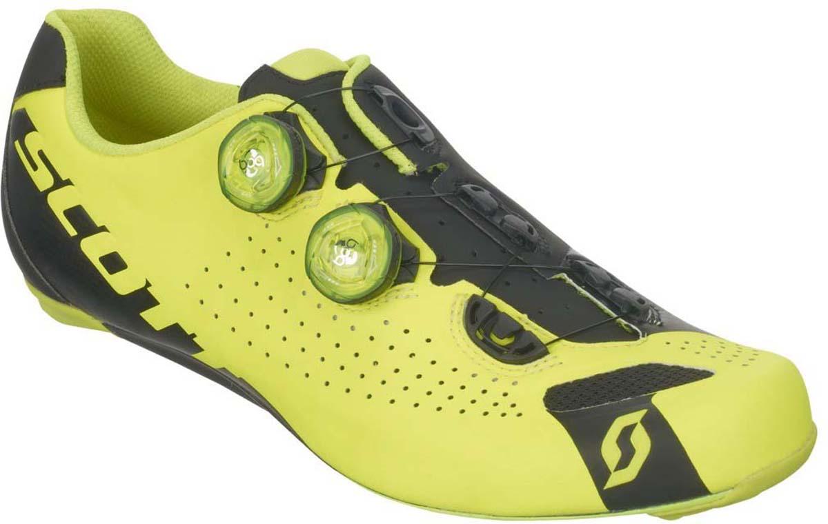 Велотуфли мужские Scott Road, цвет: неоновый желтый, черный. 251812-5132. Размер 41,5 (40,5)251812-5132Встречайте нового короля гонок по шоссе! Велосипедные ботинки SCOTT Road RC используют двухзонную регулировку системы Boa® IP1 с помощью лески, обеспечивая непревзойденный комфорт и высокоточный анатомический фиттинг ботинка по вашей ноге. Две застежки Boa® IP1, наивысший индекс жесткости подошвы из композитного волокна HMX (10), регулируемая стелька ErgoLogic. Только для профессионалов.Область применения - шоссе, профессиональные гонки Состав подошвы - HMX Carbon / индекс жесткости 10 Материал: супер-легкое микроволокно, 3D Nylon Airmesh Застежки: двойная система Boa® IP1 с леской Стелька: ErgoLogic, регулируется в широких пределах, включая плюсну Вес (приблиз.) - 245 гр. (US 8.5)