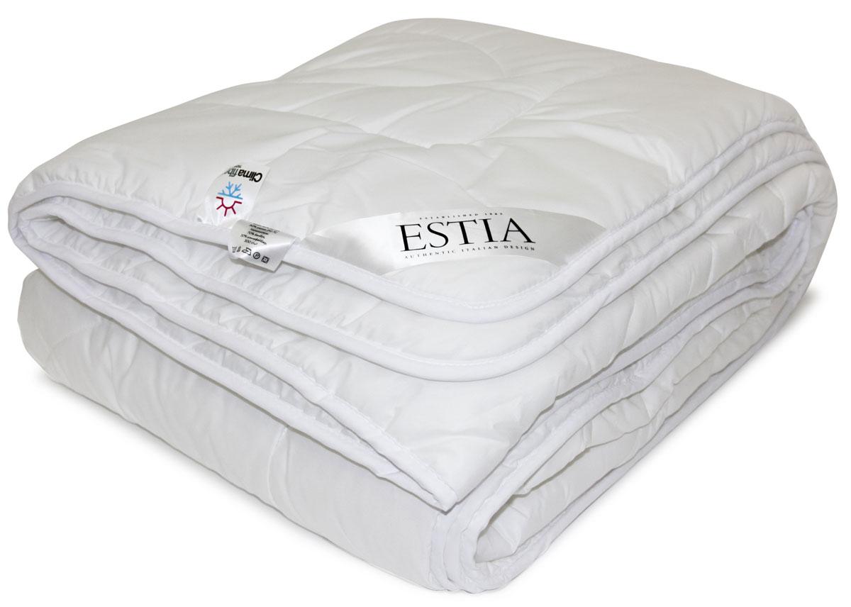 Одеяло Estia Верде, наполнитель: бамбук, термофайбер, 140 х 200 см99.62.96.0002Одеяла ВЕРДЕ выполнены из современных экологичных материалов, которые обеспечивают высокую гигиеничность, гипоаллергенность и комфорт в эксплуатации. Наполнитель из бамбукового волокна с добавлением небольшого количества климафайбер обеспечивает легкость, воздушность и долговечность. Такая комбинация волокон позволяет предотвращать быструю деформацию наполнителя в одеяле, оставляя ее долгое время мягким и пушистым, даже после стирки. Бамбуковое волокно отличается высокой гигиеничностью, то есть пропускает воздух (воздухопроницаемость), хорошо впитывает излишнюю влагу (гигроскопичность), поддерживает комфортный микроклимат.