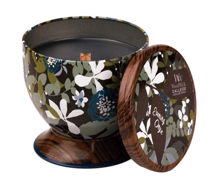 Свеча ароматизированная WoodWick Вечерний оникс, высота 9,5 см77627Свежий аромат жасмина, черной орхидеи и сандалового дерева. Ароматические свечи от WoodWick позволят вам почувствовать уютный комфорт пылающего камина в любом месте вашего дома, благодаря фитилю, сделанного из органического дерева. У свечи длинное танцующее пламя и успокаивающее потрескивание при горении. Изготовлена она из высококачественной соевой восковой смеси, которая равномерно сгорает и выделяет разные ароматы. Все свечи имеют металлическую упаковку и древесную крышку. Эти роскошно душистые свечи будут гореть примерно в течение 50 - 80 часов.