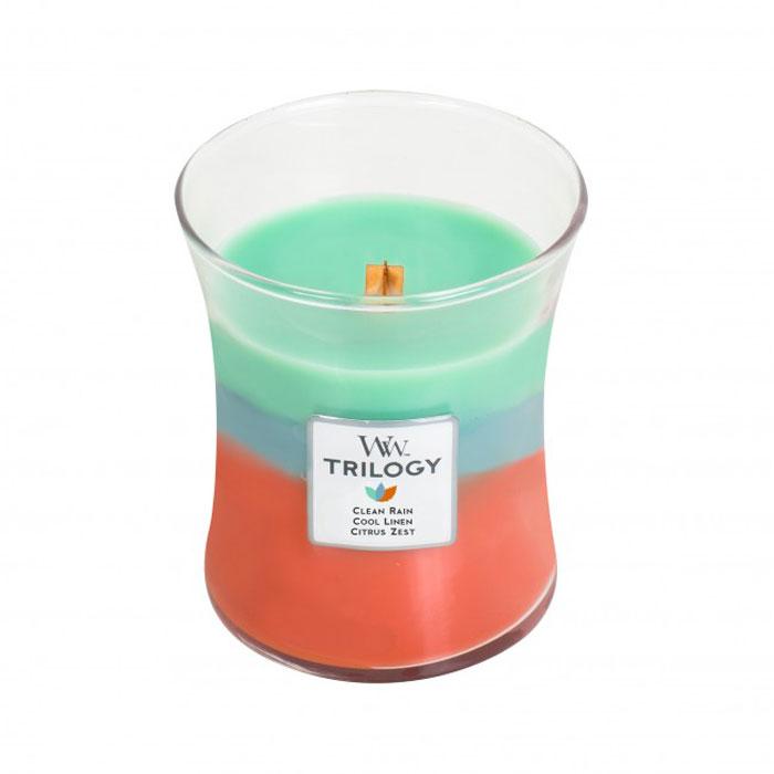 Восхитительный трехслойный аромат состоит из Clean Rain, Cool Linen и Citrus Zest. Clean Rain - этот запах, нейтрализующий аромат, напоминает запахи, сразу после весеннего дождя. Cool Linen - этот аромат, нейтрализующий запах, дает вам запах чистого, высушенного на солнце льна (чистого белья)на свежим воздухе. Citrus Zest - этот аромат, нейтрализующий запах, содержит бодрящий апельсин в сочетании с нотами лимонной цедры и мандаринового расцвета. Ароматические свечи от WoodWick позволят вам почувствовать уютный комфорт пылающего камина в любом месте вашего дома, благодаря фитилю, сделанного из органического дерева. У свечи длинное танцующее пламя и успокаивающее потрескивание при горении. Изготовлена она из высококачественной соевой восковой смеси, которая равномерно сгорает и выделяет разные ароматы. Все свечи имеют стеклянную упаковку и древесную крышку. Эти роскошно душистые свечи будут гореть примерно в течение 60 - 100 часов.