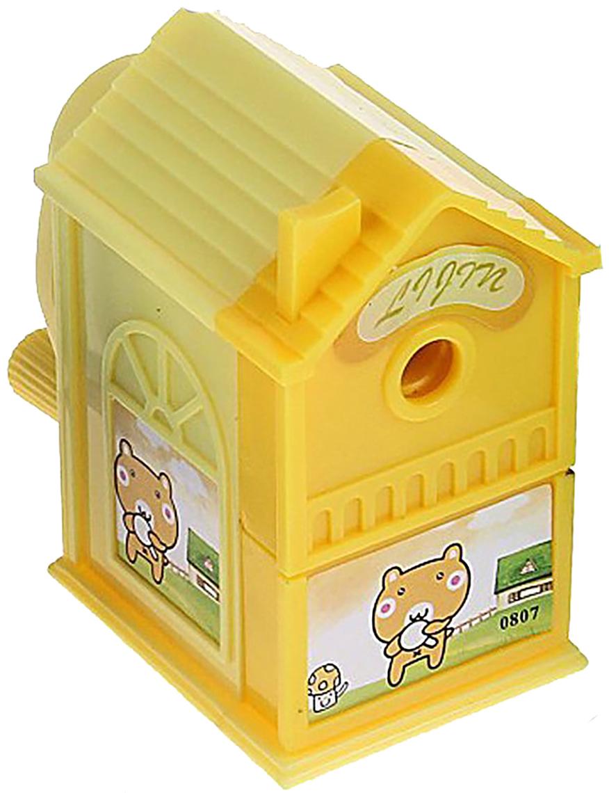 Точилка механическая с контейнером Домик цвет желтый 649805649805_желтыйТочилка — это приспособление, облегчающее затачивание карандашей. В зависимости от особенностей конструкции, она может быть ручной (небольшой размер, помещается в кармане) или настольной (более крупный размер) и подходить для обычных или толстых карандашей. Точилка — необходимый инструмент на любом школьном или офисном столе. Это канцелярское изделие придет на помощь как взрослому, так и ребенку в самый нужный момент.