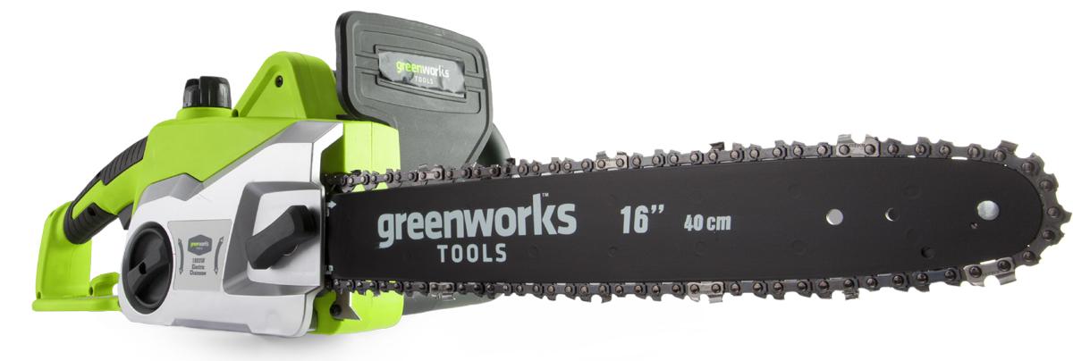 Цепная электрическая пила GreenWorks модель GCS1836 из серии устройств 230V - отлично подойдет для заготовки дров, распила деревьев, веток и сучьев на приусадебном участке. Эта пила оснащена мощным электрическим двигателем с потреблением 1800 Вт. Шина из кремнистой стали длиною 36 см. Смазка шины и цепи происходит автоматически, а масляный бачок на 200 мл имеет прозрачные стенки для индикации уровня масла. Для безопасности пила оснащена тормозом цепи и предохранителем от случайного включения. Для удобства хранения пила имеет проушину для крепления на стену. Пила оснащена бесключевым механизмом монтажа/демонтажа/натяжения цепи и прорезиненной ручкой. Важным фактором является небольшой вес пилы - всего 4,8 кг. Обратите внимание, что вся техника Greenworks имеет расширенную гарантию, в отличии от остальных производителей садовой техники, и составляет 2 года.Особенности цепной электрической пилы GreenWorks модель GCS1836:Малый вес 4,8 кг.;Монтаж/демонтаж/натяжение цепи без инструментов;Прорезиненная рукоятка;Прозрачный масляный бачок - для удобного контроля уровня масла;Предохранитель включения и тормоз цепи;Гарантия 2 года.Состав комплекта:Цепная электрическая пила Greenworks 1800W 36 см, артикул 20217, модель GCS1836;Руководство по эксплуатации;Гарантийный талон.