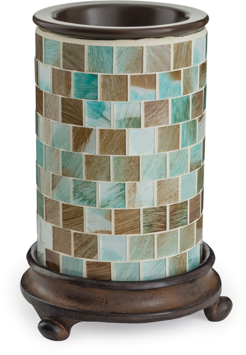 Аромасветильник настольный Candle Warmers.   Красивый светильник, с помощью которого можно не только создать уютную атмосферу, но и ароматизировать помещение. Для ароматизации, просто добавьте воск, включите, и наслаждайтесь вашим любимым ароматом в комнате.   Пестрые стеклянные квадратики в море зеленой пены, в окружении коричневого загара, который станет золотым, когда загорится лампа.