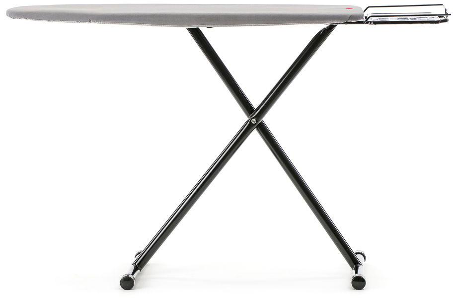 Доска гладильная MIE Orlanda, цвет: серый, 125 х 44 см380785MIE Orlanda – легкая, компактная, устойчивая гладильная доска, предназначенная для домашнего использования. Ее сдержанный лаконичный дизайн создает уютную атмосферу, а легкий вес – 7,1 кг позволяет при необходимости перемещать в место для хранения. Рабочая поверхность гладильной доски выполнена из металлической сетки, пропускающей пар и исключающей скопление влаги и конденсата. Гладильная доска шириной 44 см и длиной 125 см имеет классическую зауженную форму, удобную для того, чтобы раскладывать и гладить брюки, рубашки, постельное белье, а также детали одежды – воротники и манжеты. Подставка для парогенератора с утюгом достаточно широкая, она подходит для установки большинства моделей парогенераторов, а также для утюгов. При установки утюгов необходимо использовать термостойкий резиновый коврик. MIE Orlanda имеет ступенчатую механическую регулировку высоты в диапазоне 80 – 100 см (7 позиций). Каркас представляет собой устойчивые перекрестные ножки из металла цвета black diamond с резиновыми наконечниками, фиксирующими положение гладильной доски.